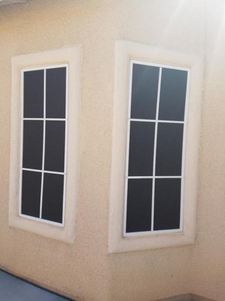 6 panel black screen with white framing